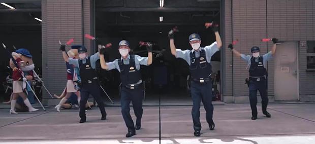 dancing-cops-japan-620.jpg