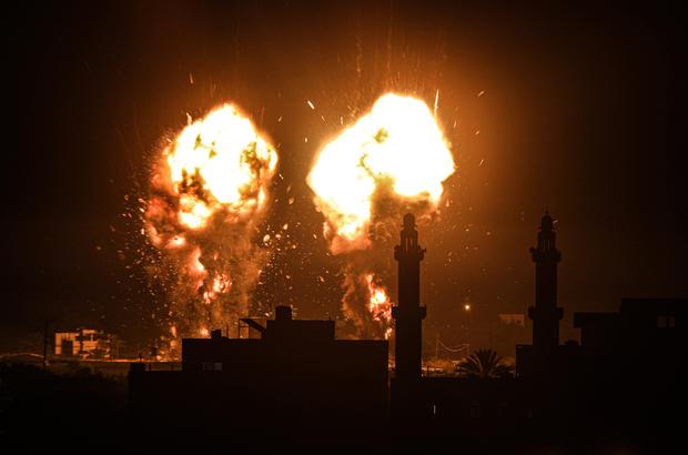 Israeli air strikes hit Hamas targets in Gaza