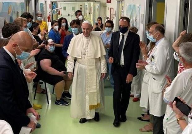 pope-francis-hospital.jpg