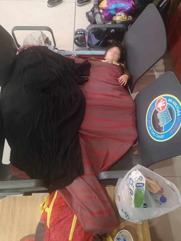 afghan-family-stranded-istanbul.jpg