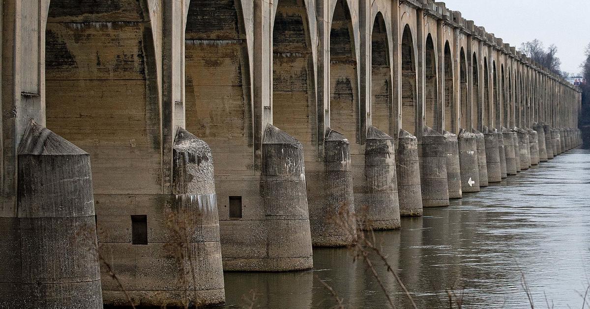 U.S. infrastructure crumbling as Congress debates funding