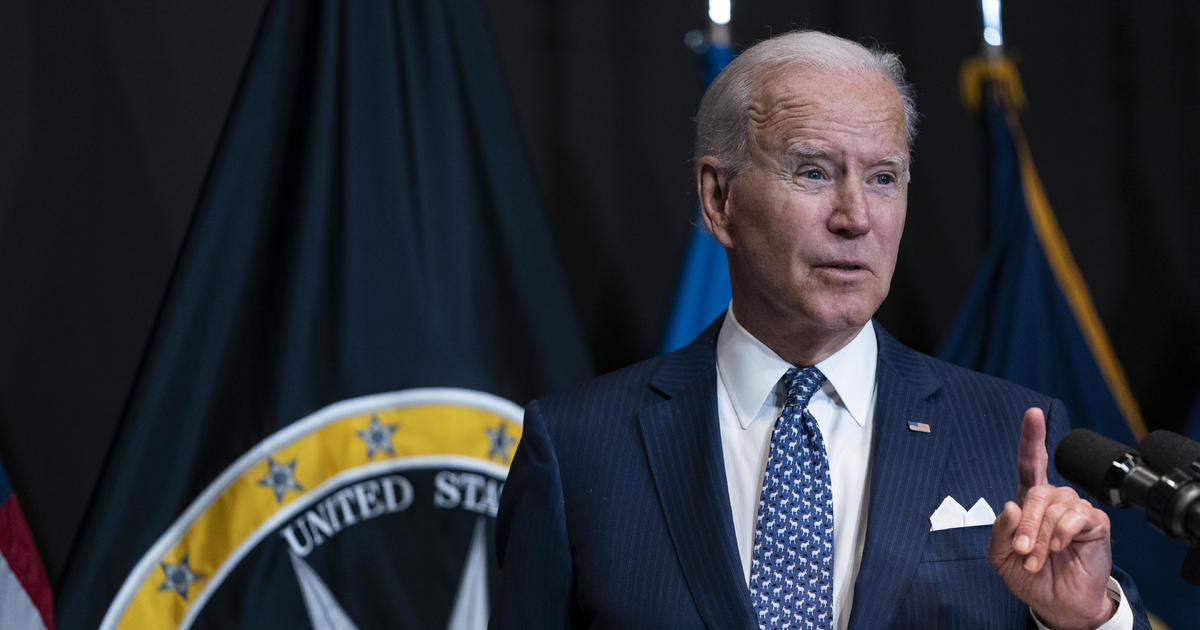 Biden ramps up vaccine push with call for $100 payments