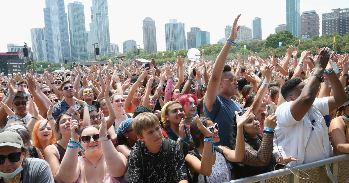 Lollapalooza sparks COVID worries as concertgoers flock to Chicago