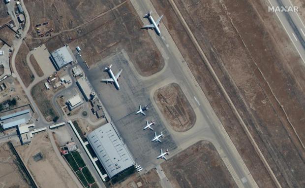 mazar-airport-planes.jpg