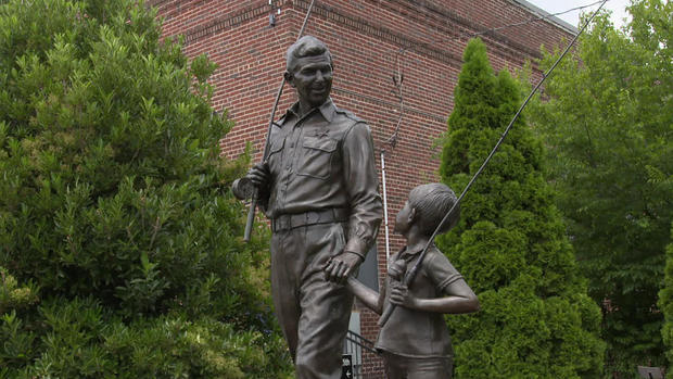 mayberry-andy-griffith-and-opie-1920.jpg
