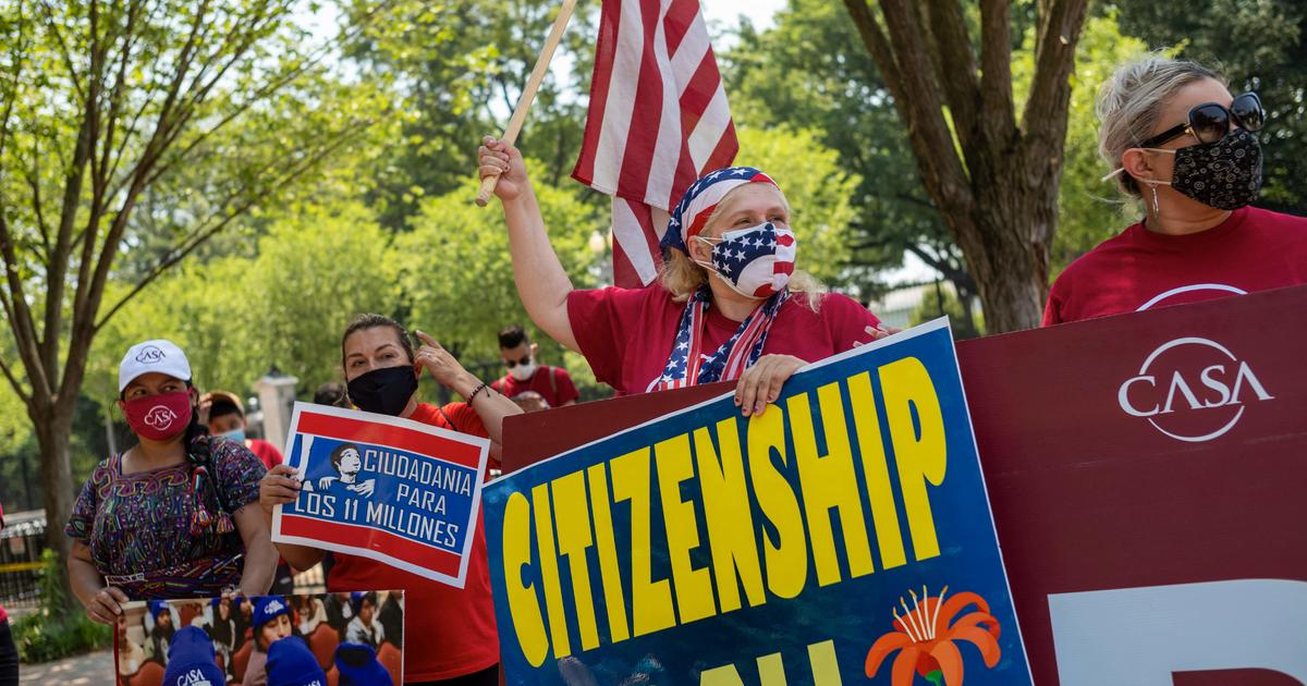 Senate parliamentarian likely dooms plan to legalize immigrants through budget bill