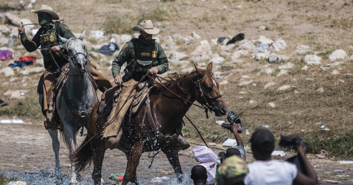 U.S. suspends use of mounted Border Patrol units in Del Rio, Texas