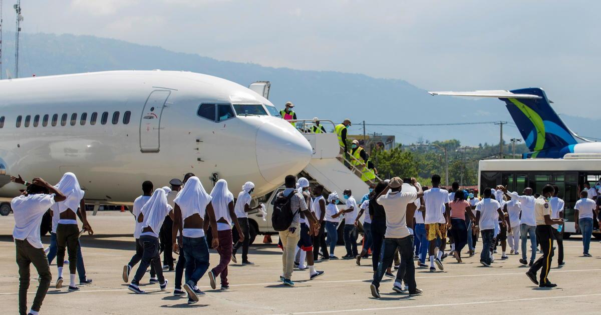 "Top U.S. envoy to Haiti resigns over ""inhumane"" expulsions of migrants at border"