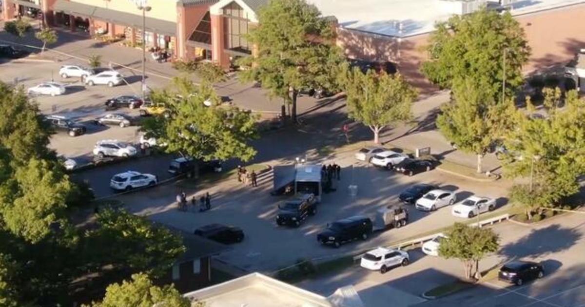 Gunman kills one, injures 12 in Tennessee Kroger shooting