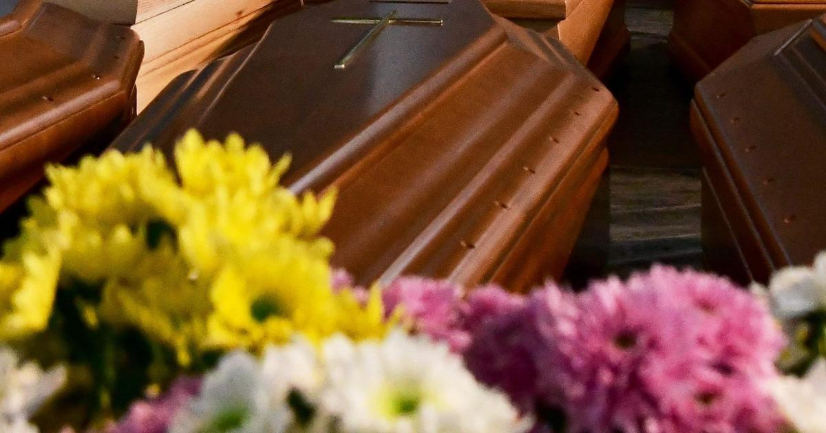 Family says stranger's body was in mother's casket wearing her clothes at funeral home