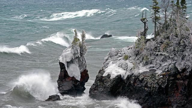 Winter storm topples Tettegouchesea stack into Lake Superior