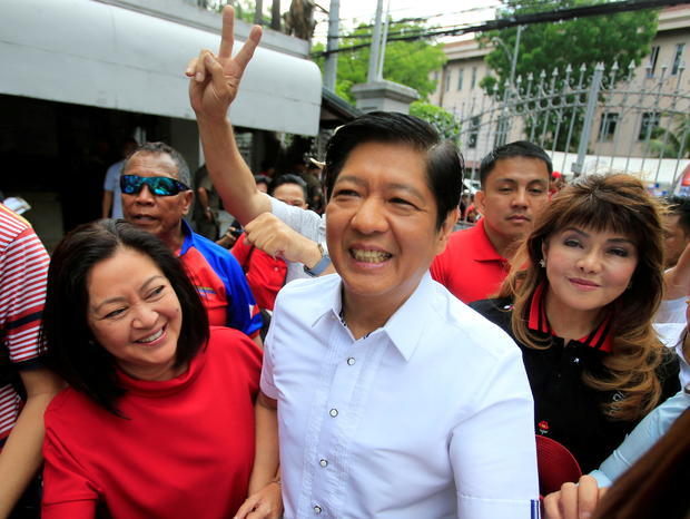 """FILE PHOTO: Ferdinand """"Bongbong"""" Marcos, son of late dictator Ferdinand Marcos, his wife, Louise (L) and his sister Imee (R) smile upon arrival at the Supreme Court in Padre Faura"""