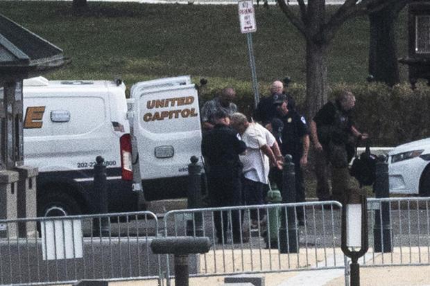 US-POLICE-THREAT
