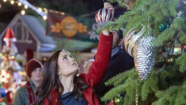 """How to watch Hallmark's """"Countdown to Christmas"""" 2021"""