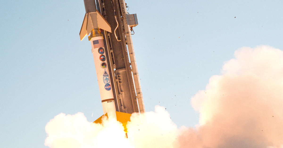 Booster rocket failure stops U.S. hypersonic weapon test